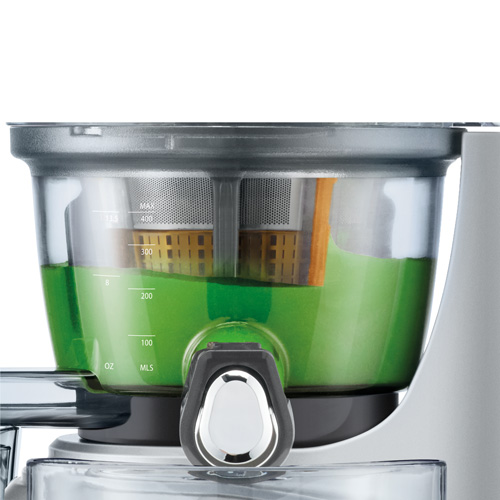 the Big Squeeze™ Juicer In Silver quick rinse technology