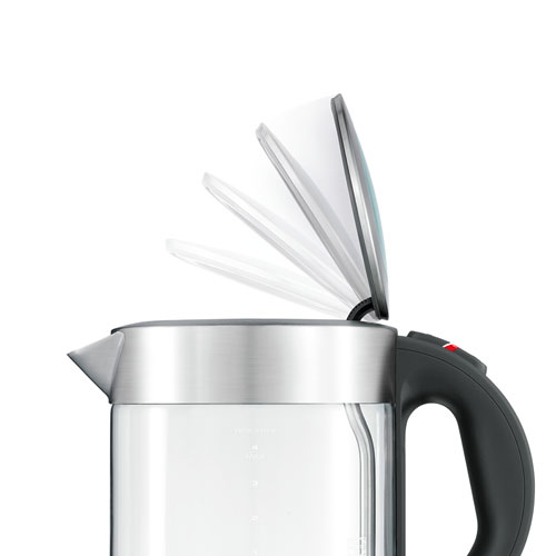 the Compact Kettle™ Clear Tea in Silver soft top® lid