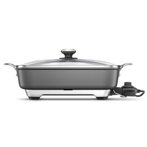 the Thermal Pro Wok in Silver with even temperature distribution
